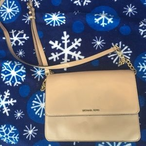 Michael Kors purse in great condition hardly used